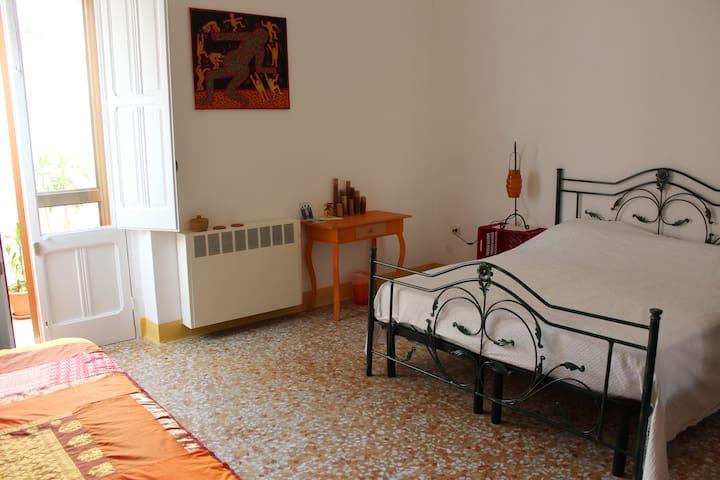 A casa di Luisa (Stanza Gialla) - Casarano - ที่พักพร้อมอาหารเช้า