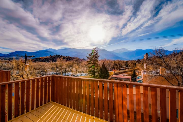 Breathtaking views of the Front Range & Pikes Peak