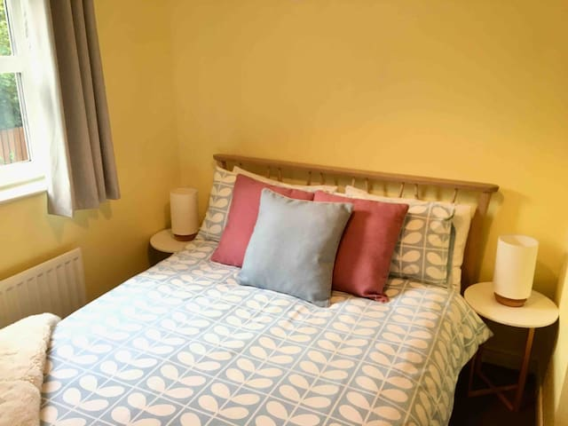 A cosy, bright double room in Ballymoney.