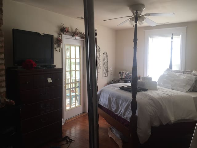 Master Bedroom Suite available - limited time only - Richmond - Dom