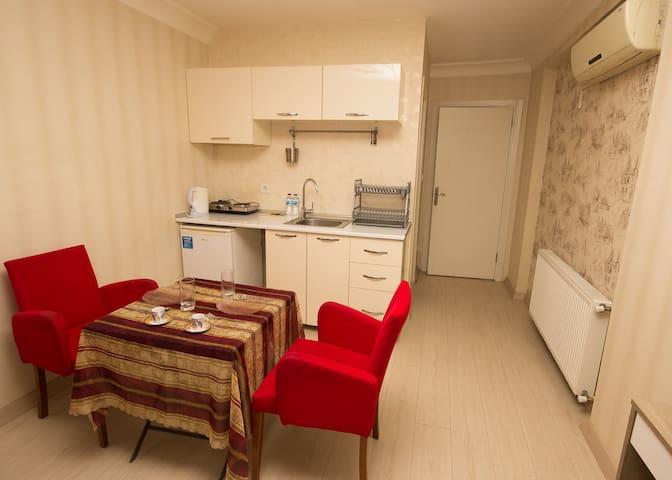 Cozy studio w kitchenette between historical spots