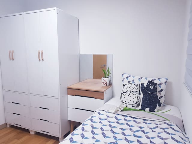 Female single room for long term (from 1 months)
