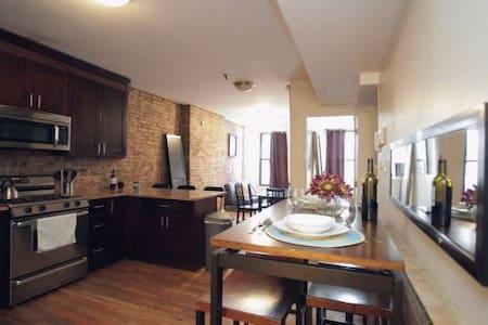 Chelsea Loft Queen Bedroom A+ Location! - New York
