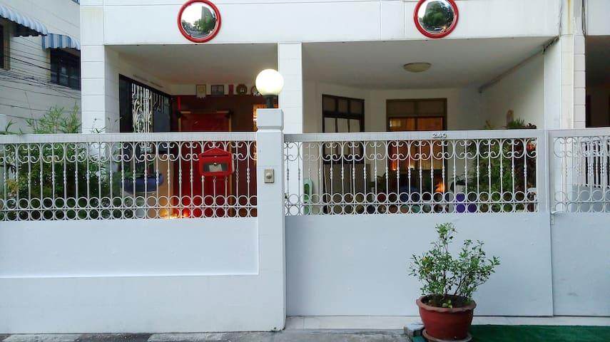 240 Krung-Thon-Buri Station Hostel - Bangkok - Casa