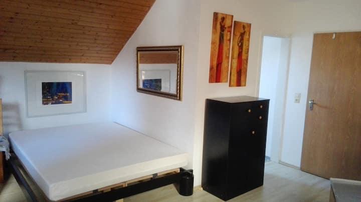 Wunderschönes Zimmer in MZ-Lerchenberg