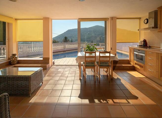 Apartament modern, tranquil amb piscina