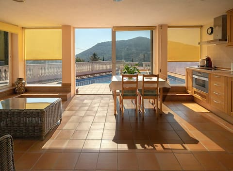 Apartament assolellat, tranquil amb piscina