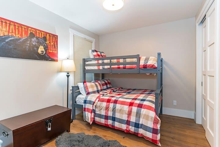 Kid's bedroom on the entry level floor-with queen/twin bunk