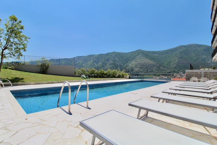 2bd New Dobrota Apt w/ Pool, Gym & Sea Views