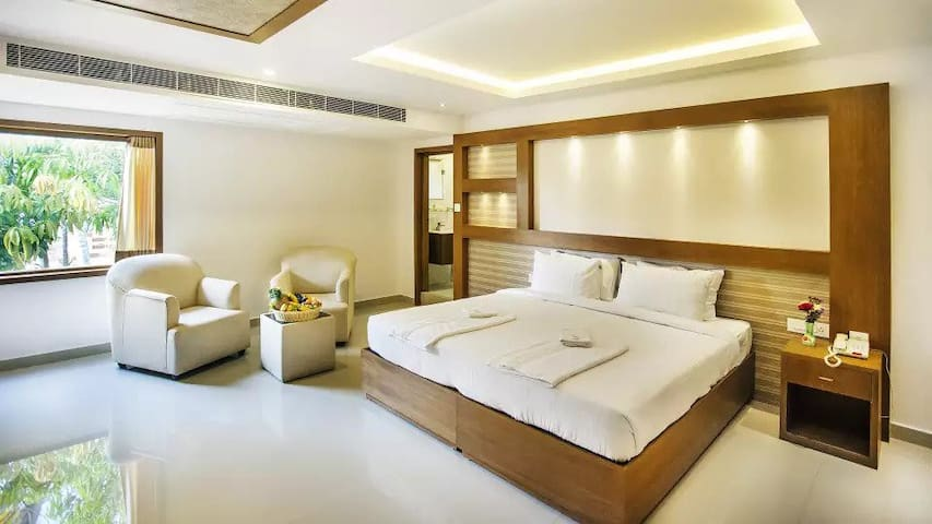 Luxurious Lake View Deluxe Room @ Cherai