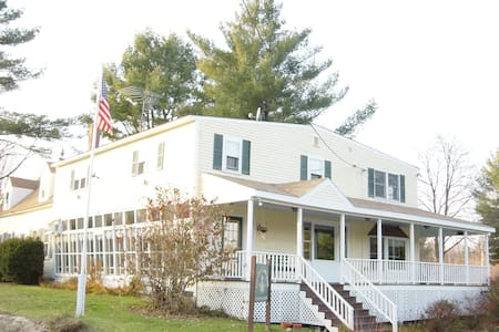 B&B Red White and Blue Room - Goshen - Bed & Breakfast