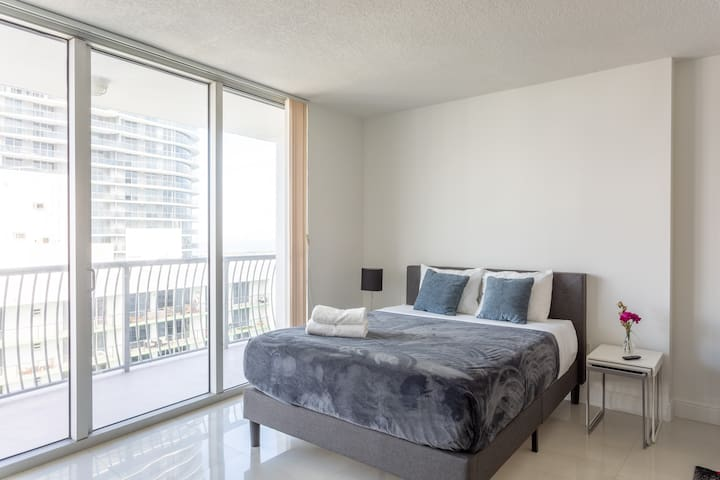 Fantastic Studio W/Parking in Downtown