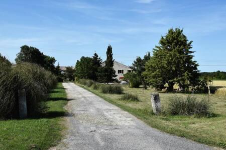 Maison charentaise avec jardin