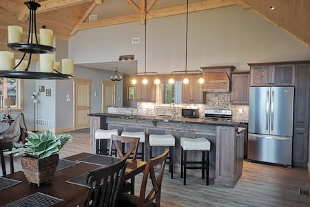 Spectacular Newly Built 3 Bedroom Waterfront Home!