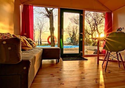 Domek Daisy  przy jeziorze z sauną solną - Unieście - Guesthouse