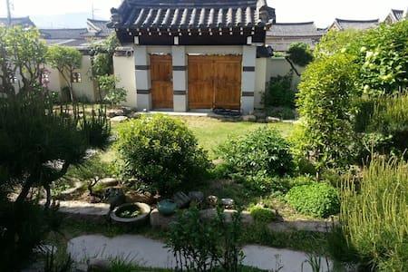 Guest House GODO(Deluxe, Separate Building) -  Gyeongju-si - Casa