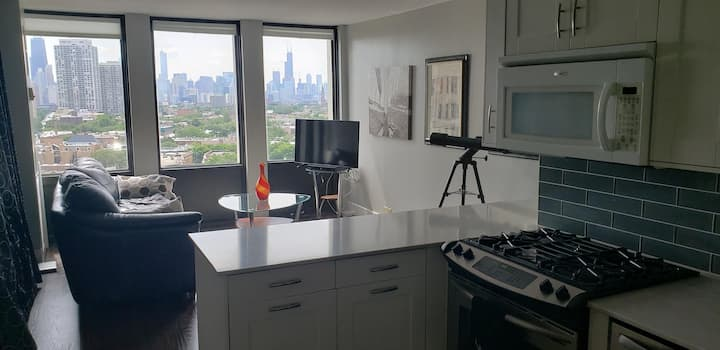 Furnished Studio - Vibrant Lincoln Park Location