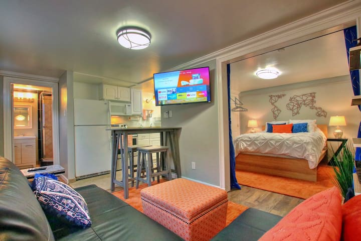 Cozy & Stylish Guest Suite- Centrally Located!