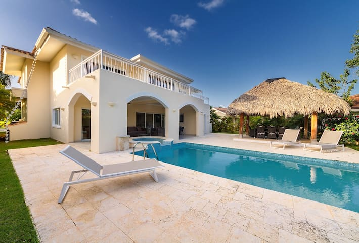 Punta Cana 4 BR Villa Bachelors Allowed+FREE Bonus