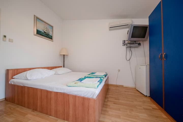 Air-conditioned room with bathroom & balcony