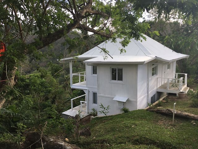 A Ocean/Mountain View House near Isla Grande! - Colón - Hus