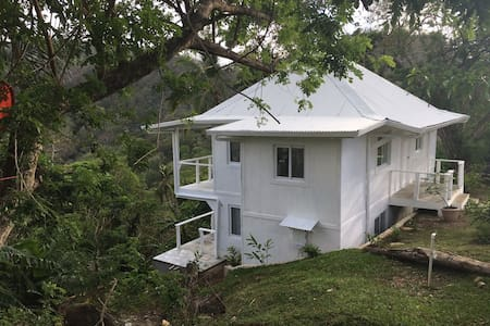 A Ocean/Mountain View House near Isla Grande! - Colón