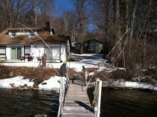 Lovely cottage on Lake George, NY.  Dock available - Lake George - Casa de campo