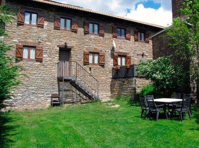 Casa con jardin en Ordesa. Casa Palacio (duplex).