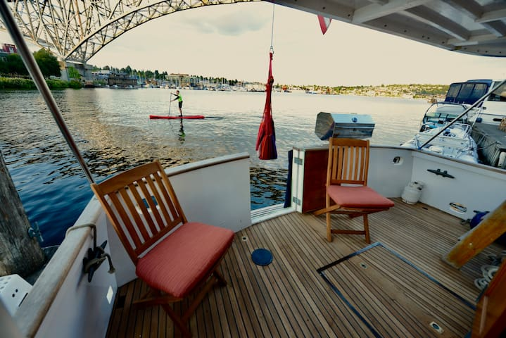 Seattle Houseboat of Your Dreams