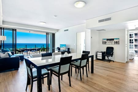 3 Bed Apartment in heart of Broadbeach
