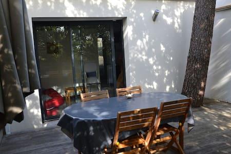 Beau studio avec terrasse privée