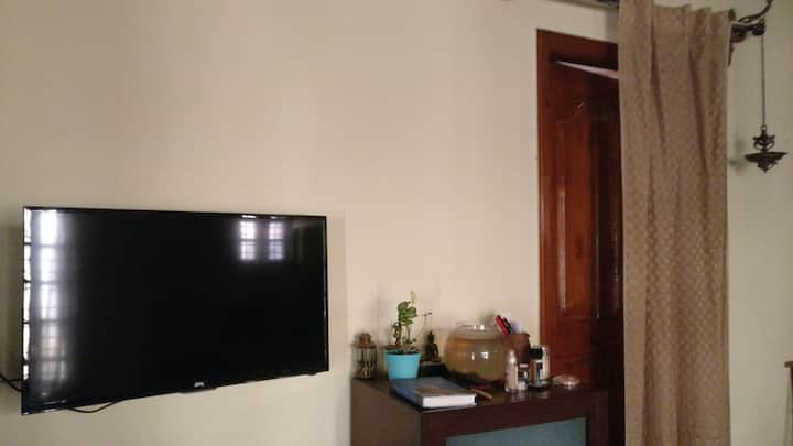 Cozy room in independent home in Yelahanka