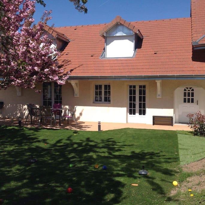Maison avec terrasse jardin et chevaux maisons louer faucigny auvergne rh ne alpes france - Maison a louer avec jardin wasquehal dijon ...