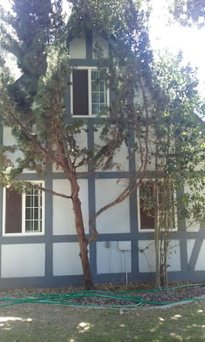 Enchanting storybook guesthouse. - 索爾文(Solvang) - 公寓