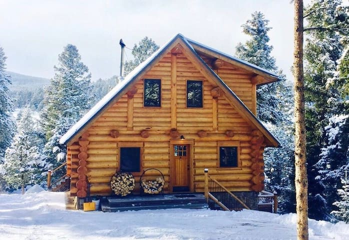Romantic Getaway - Full Log Home - Black Hawk - Haus