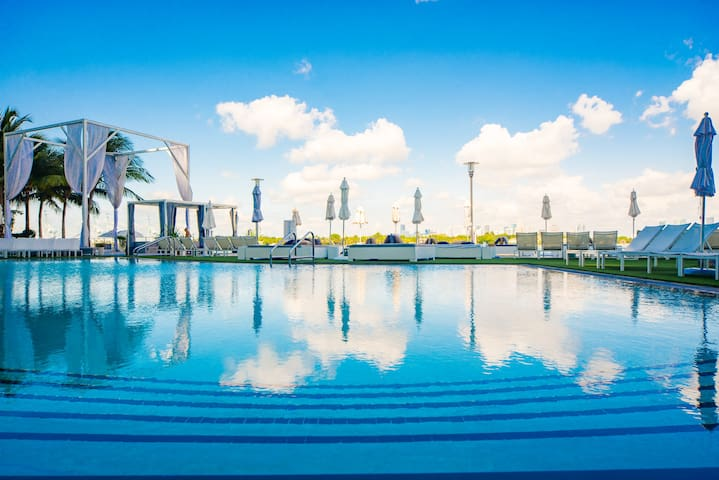 5 star luxury hotel water view studio best price for Best value luxury hotels