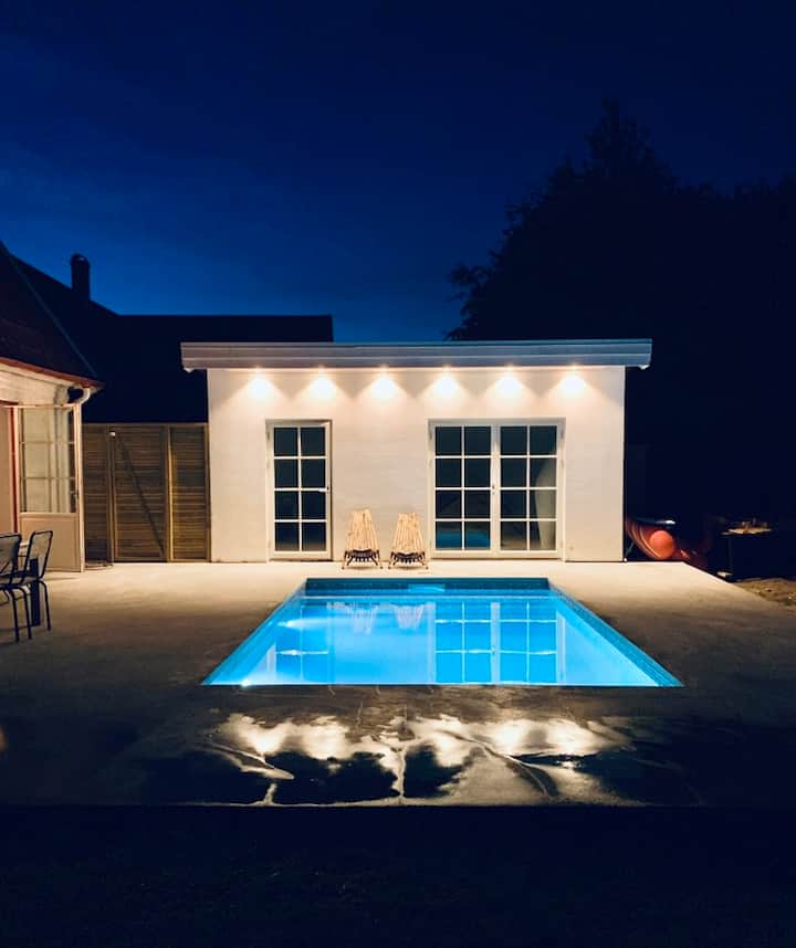 Large pool villa 10 min from Lund C