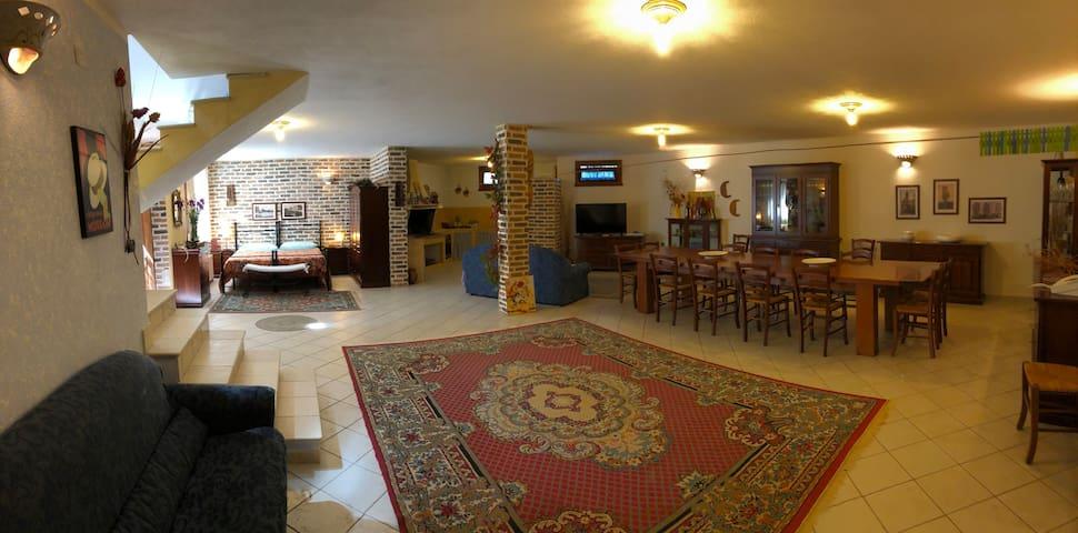 Casa Ludo bellissima e comoda taverna in paese