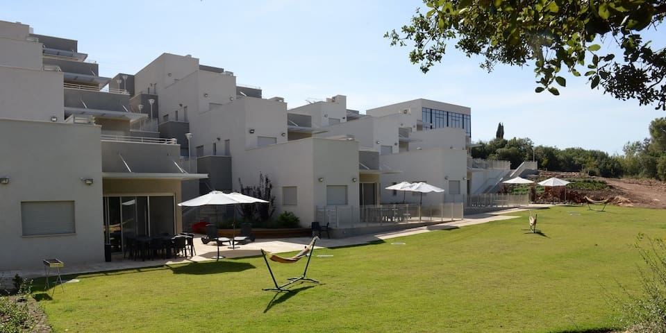 keshet eilon - suite with garden view