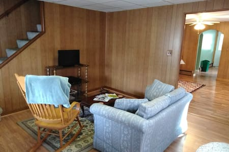 Clean Comfortable and Close in DuBois