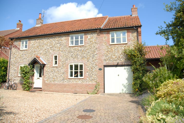 Beautiful North Norfolk cottage by the sea