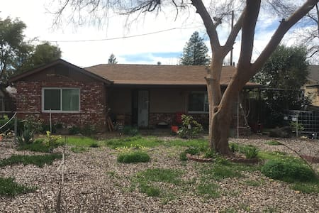 Charming Craftsman walkeable to Old Town Clovis - Clovis