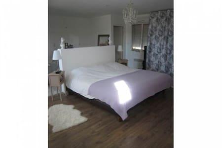 Chambre 40 m2 avec salle de bain et toilettes - Rosières-prés-Troyes - Flat