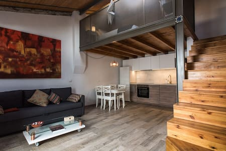 Lovely loft in a patio of craftmen in the center - Siviglia - Loft