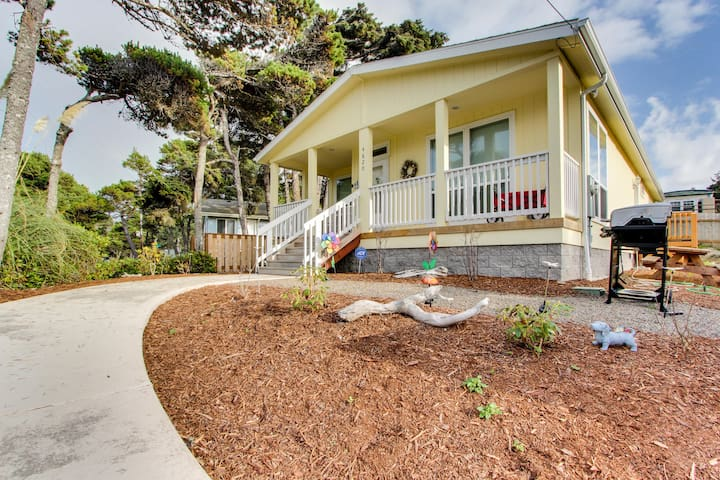 Modern, dog-friendly home w/ covered porch & gas grill - walk to the beach!