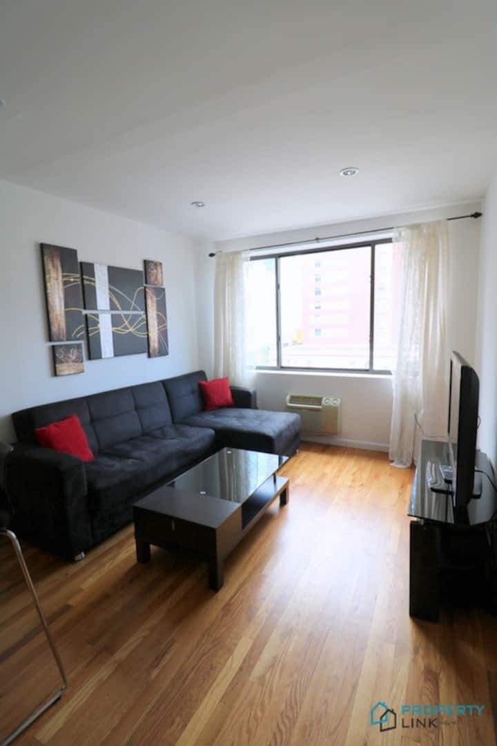 Spacious 1 bed Near Time Square
