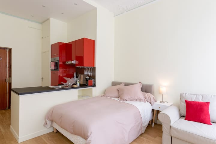 Beautiful 25 m2 studio close to Champs Elysées