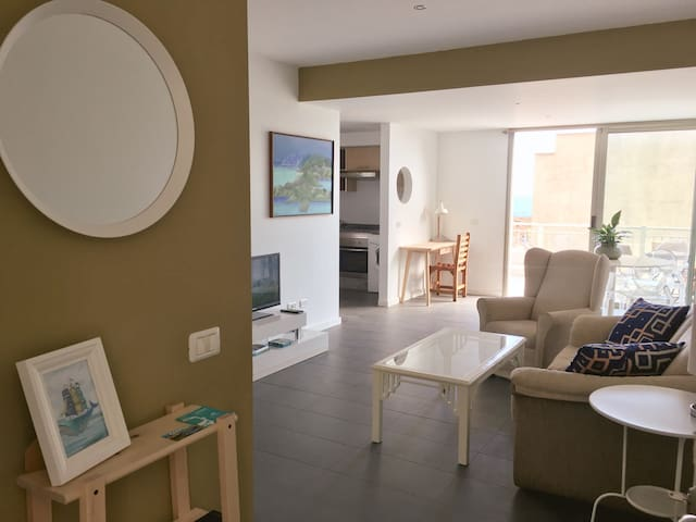 Modern apartment in El Tamaduste with wifi