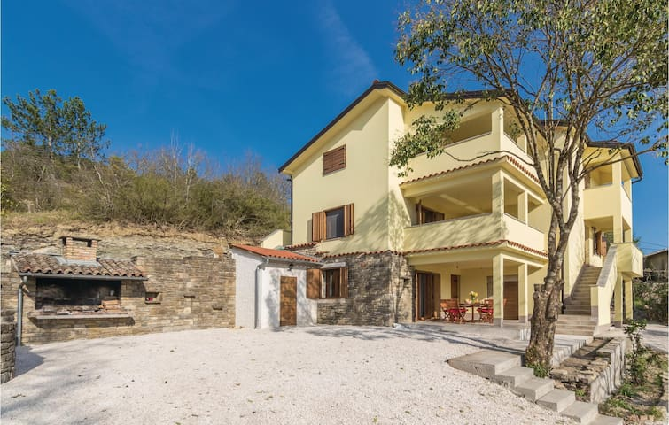 Holiday cottage with 3 bedrooms on 107 m² in Krbune