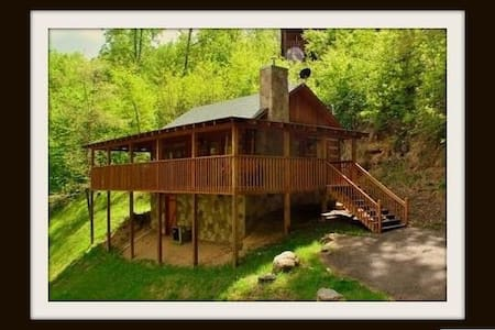 Summer specials! Smoky Mountain Honeymoon Cabin
